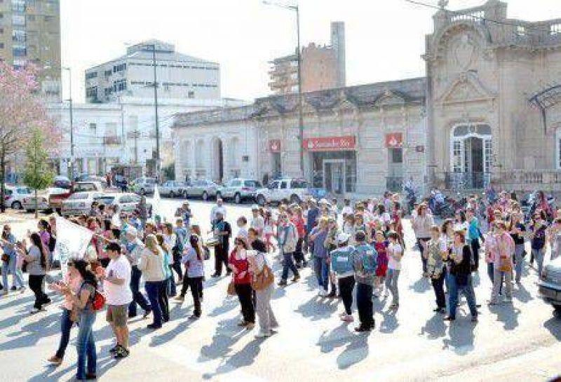 Paro y movilización de trabajadores de los gremios docentes y estatales