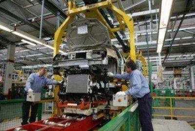 Industria: la caída arrancó en 2013 y aumenta