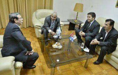 El intercambio sanitario con Cuba en tratativas en la Embajada