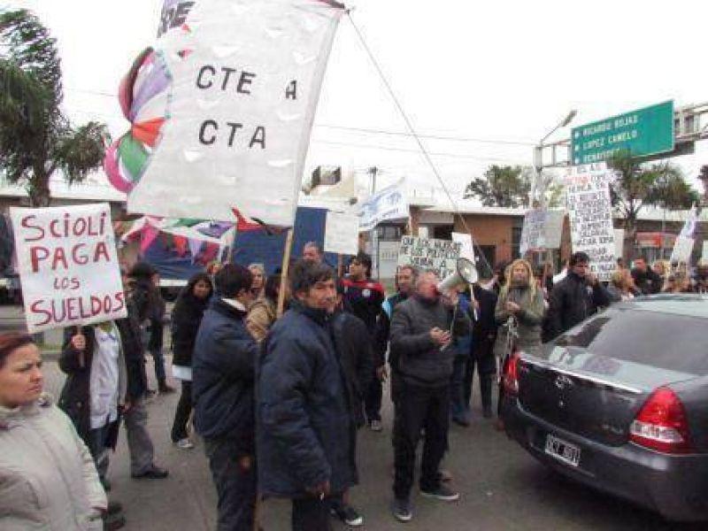 Protesta de trabajadores estatales en el hospital de Pacheco