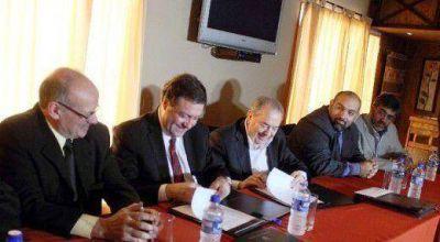 Seguridad: Jorge firmó convenio con Río Negro