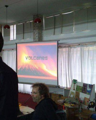 """Con gran éxito se desarrolló la charla sobre VOLCANES en la Biblioteca Popular """"Ernesto Tornquist"""""""