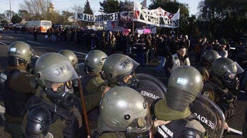 Trabajadores de Lear y universitarios cortaron Panamericana a la altura de Pacheco