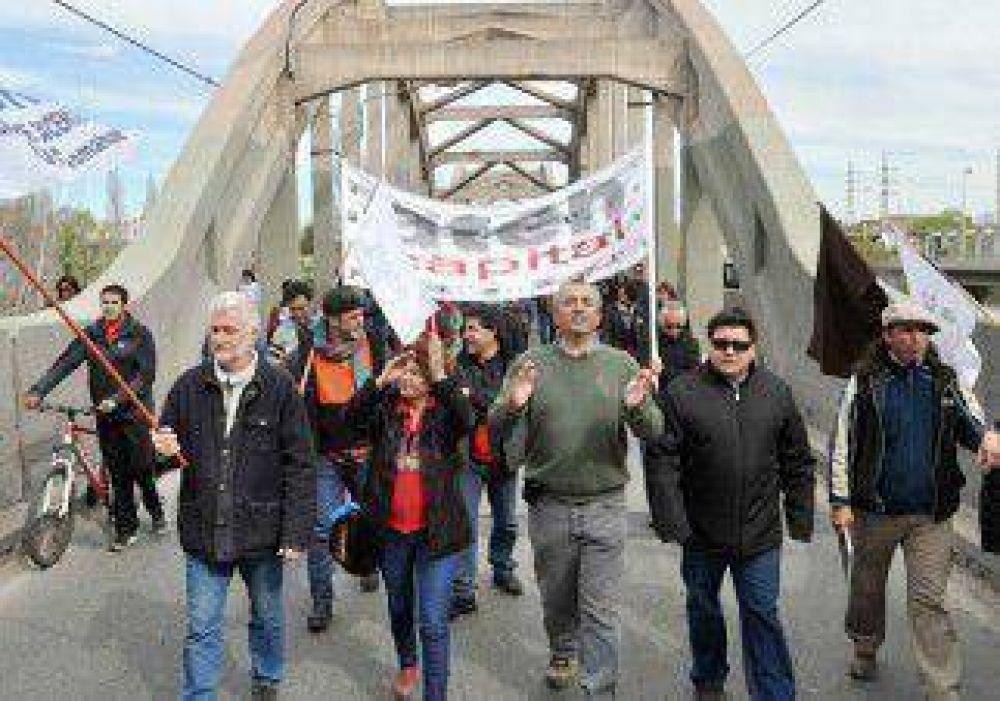 Otra vez, un corte generó caos en los puentes carreteros