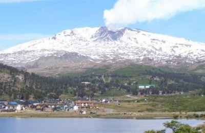 El volcán Copahue, con monitoreo permanente