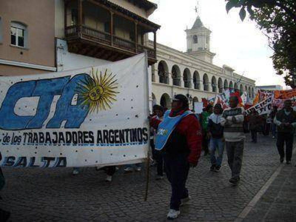 Organizaciones de trabajadores marcharon por el centro salteño