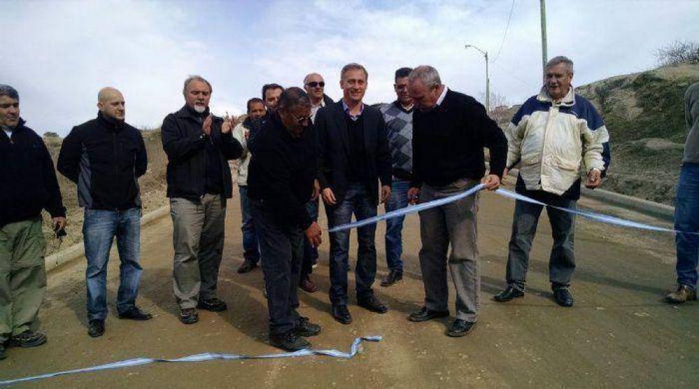 Avilés inauguró 800 metros de cordón cuneta en las 400 Viviendas