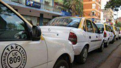 """Proponen que taxistas puedan trabajar como """"monotributistas"""""""