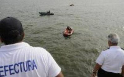 Naufragio en Brasil: Con mejor clima, continúa la búsqueda de los cuatro argentinos desaparecidos