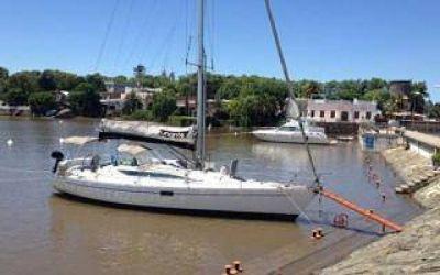 Naufragio en Brasil: Avión divisó objetos que podrían ser del velero perdido