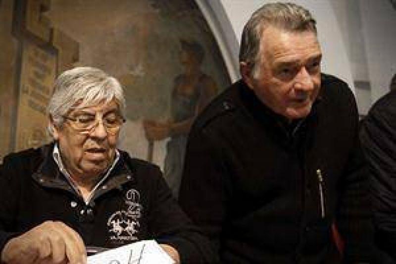 Moyano contiene a Barrionuevo para no apurar nuevas medidas de fuerza