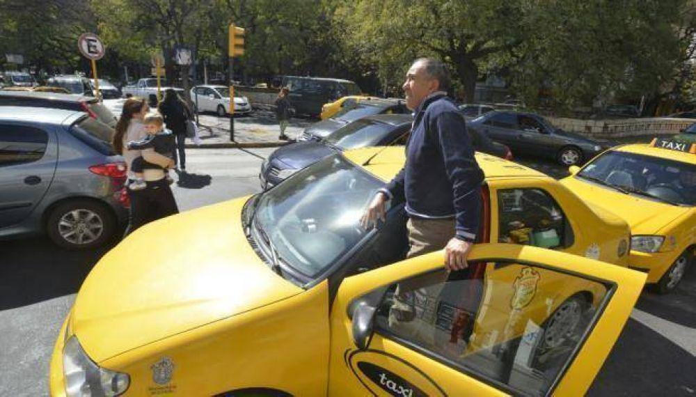 Más de la mitad de taxistas y remiseros, con carné vencido