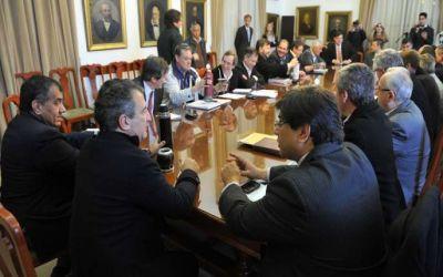 Sergio Urribarri se reunió con los intendentes vecinalistas