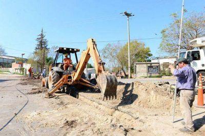 Construyen la red colectora cloacal subsidiaria en Bajada Grande