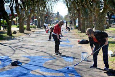 Vecinos le ponen arte a una plaza por los cien años de City Bell