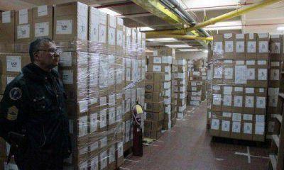 A diez meses de la elección, 7.896 urnas esperan con custodia el fallo de la Corte