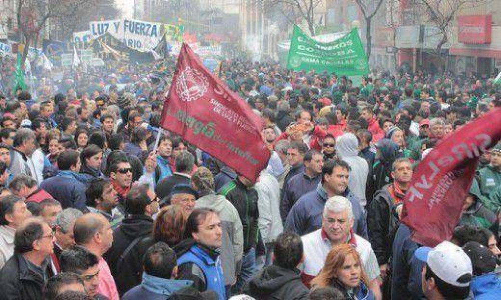 Sigue la polémica entre Decara y los sindicatos por la reglamentación de huelgas