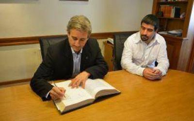 Pinamar: Muriale firmó el traspaso y Elizalde es el nuevo Intendente