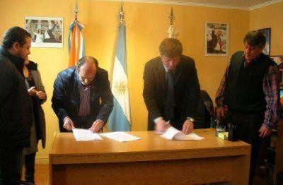 El Gobierno provincial firmó un acuerdo con la Municipalidad de Tolhuin y el CENT 35 Anexo
