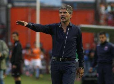 Fabián Alegre dejó de ser el técnico de Tigre