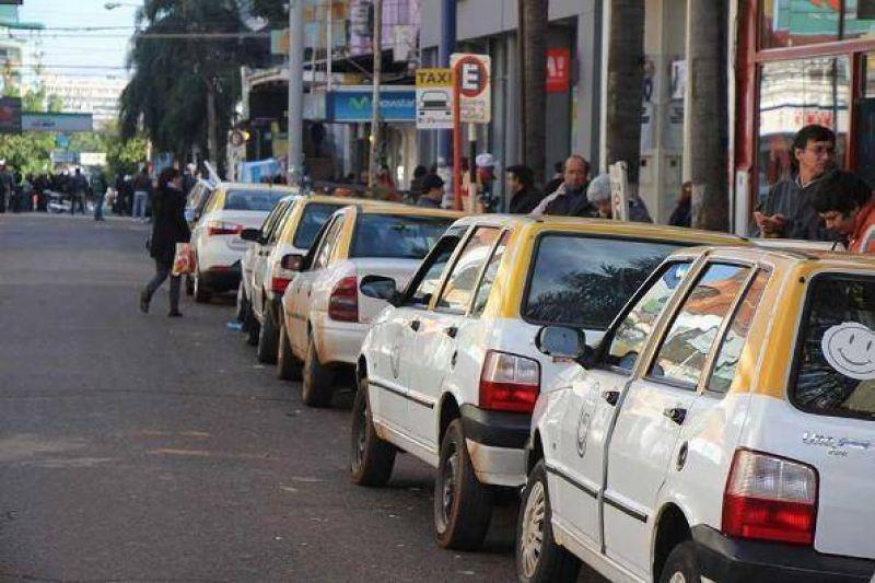 Taxistas y choferes se oponen a la eliminación de paradas
