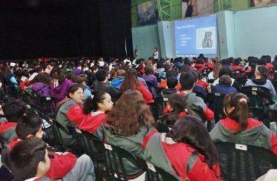 La Municipalidad inició el taller sobre Bullying y Uso Responsable de Redes Sociales