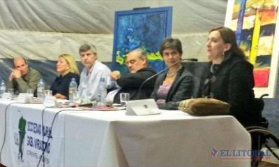 Mesa anti K en la Rural de Virasoro: Colombi, Carrió, Michetti y Estenssoro
