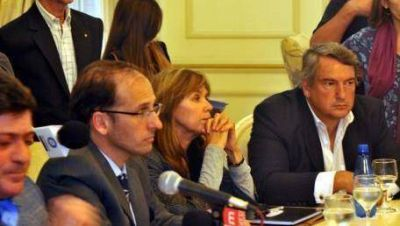 Presión massista por el informe de la Comisión Candela