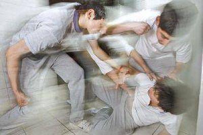 Un nuevo caso de bullying desató la ira de un padre, que golpeó a dos alumnos