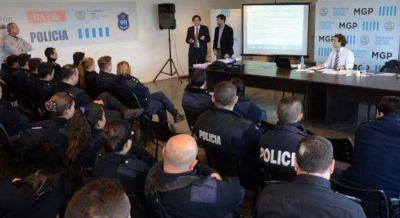 Capacitan en materia de Derechos Humanos a efectivos del Comando de Prevención Comunitaria