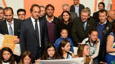 Scioli apuesta a tres deportistas para arrebatarle distritos al massismo