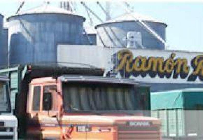 Paro de recibidores de granos en la cerealera Ramón Rosa