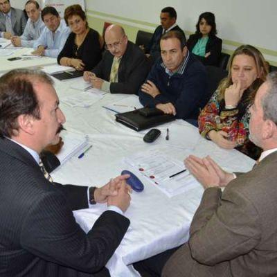 Gremios docentes formarán comisiones para el diálogo paritario
