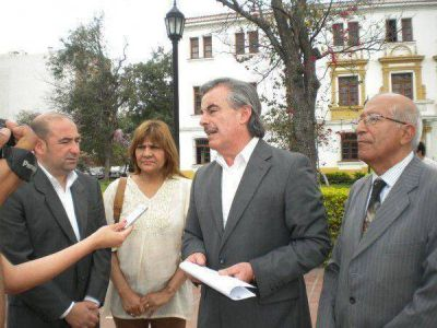 Reunion de la Gobernadora de la Provincia con autoridades de La Banda: Operaciones de prensa.