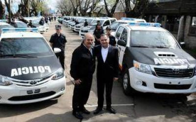 Granados entregó 32 patrulleros en Florencio Varela e Ituzaingó