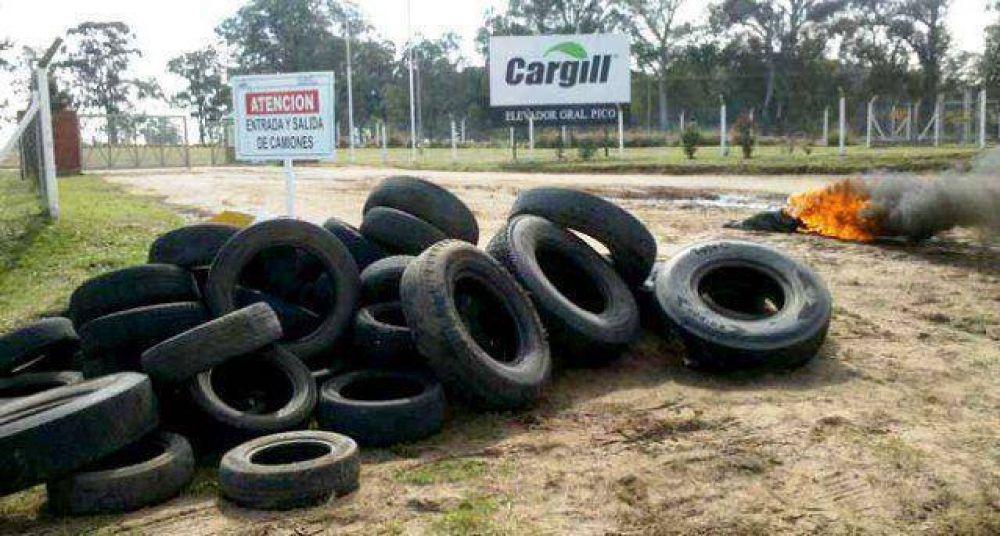 Camioneros continúa con bloqueo a Cargill