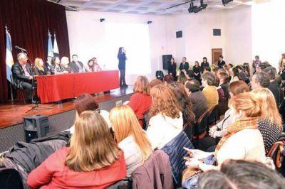 Entregaron distinciones a los docentes destacados de Santa Cruz