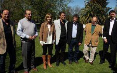 Elecciones 2015: Álvarez Rodríguez con seis intendentes vecinalistas