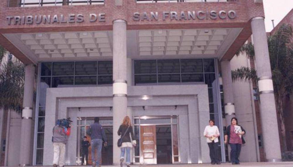 Condenan a 16 años de prisión a pareja por abusar de una joven