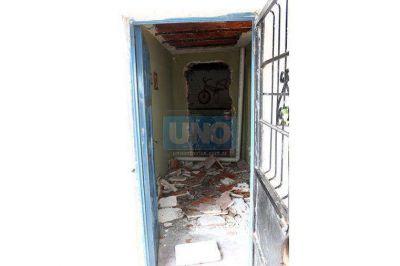 Cayó mampostería del techo en una vivienda de Lomas del Mirador II