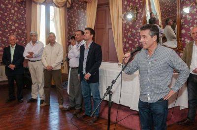 Fuerzas políticas locales entregaron becas a cien estudiantes