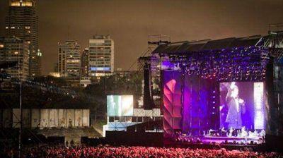 Michael Bublé cantó bajo la lluvia ante miles de fans: