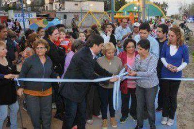 Con gran participacion de vecinos y Gustavo Martinez inauguraron dos plazoletas