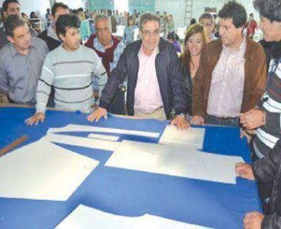 Beder visit� Famatina y destac� sus emprendimientos textiles