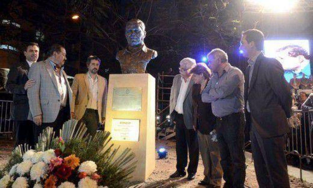Con un acto masivo se homenajeó a Atilio López, muerto por la triple A