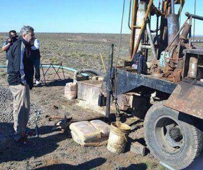 Perforan pozo de agua para Koluel Kaike