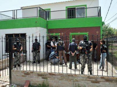 Dos policías entre once condenados por venta organizada de droga