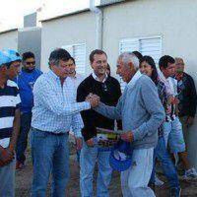 El IPDUV entregó las primeras 33 viviendas a familias originarias de Resistencia