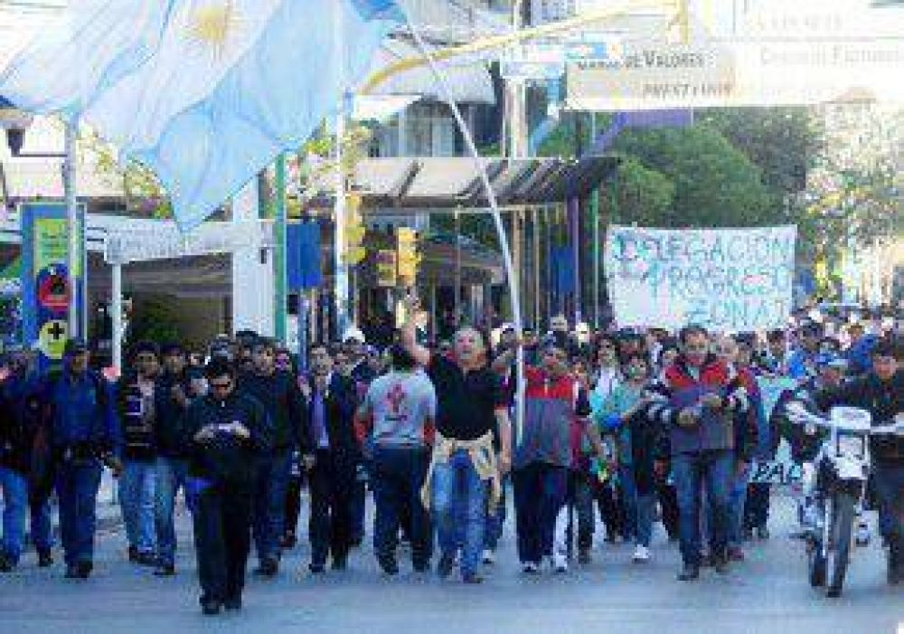 Municipales reclamaron un aumento de salarios