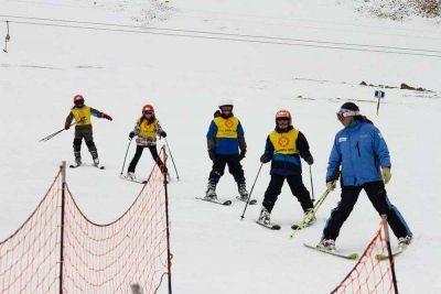 Instructores de esquí deberán cobrar por tiempo a disposición de las empresas y no por horas trabajadas